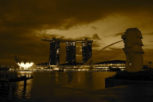 Merlion and Marina Bay Sands at 6AM